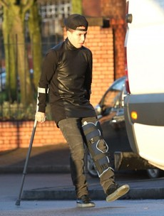 Samir Nasri out of action for eight weeks after injuring his left knee
