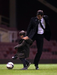 Snapshot: Ronnie O'Sullivan has a kickabout with his son at Upton Park