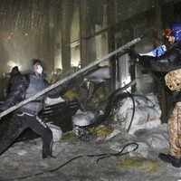 Kiev protesters seize police base after opposition leaders reject offer