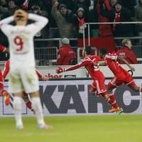 VIDEO: Stunning scissors kick by Alcantara gives Bayern Munich injury-time win