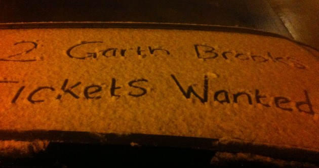 Even the snow can't distract Ireland from Garth Brooks mania