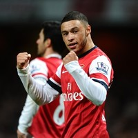 Oxlade-Chamberlain double sends Gunners back to the top