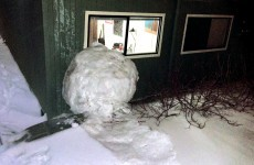 US students make gigantic snowball, wreak havoc on campus