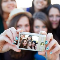 Your group selfies could be giving you nits