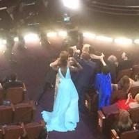 Liza Minnelli trying to get into the Oscars selfie is heartbreaking