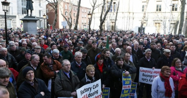 Pics: Thousands of farmers rally at Department of Agriculture over beef price cuts