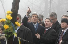 Kerry meeting Russian foreign minister in bid to calm Ukraine tensions