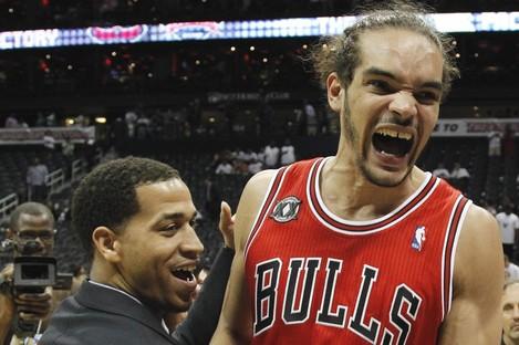 Joakim Noah (right) and Jannero Pargo react to the Bulls' win last night.