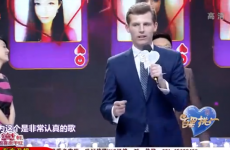 Des Bishop sings Come Out Ye Black and Tans on Chinese TV