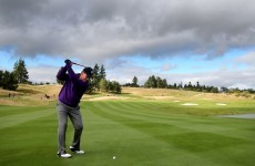 Tom Watson's no look, behind-the-back golf shot is pretty impressive