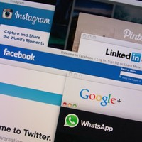 Government departments urged to use social media and communicate online