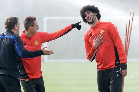 Manchester United's Marouane Fellaini shares a joke with Adnan Januzaj (centre) and Phil Neville at training yesterday.