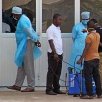 Crowd attacks Ebola treatment centre