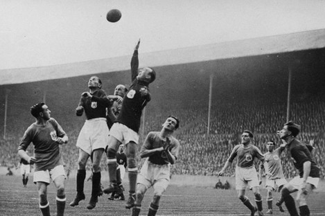Tom Farquharson comes out to claim a cross against Arsenal in the 1927 FA Cup final.