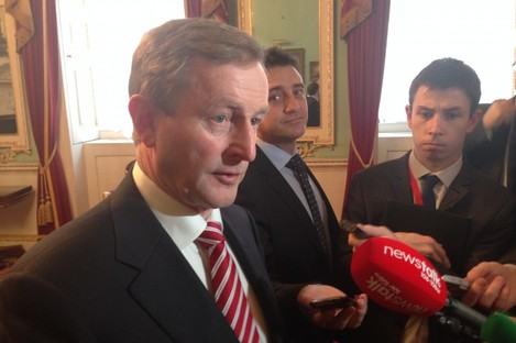 Enda Kenny speaking to the media at the Mansion House in London this morning