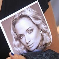 VIDEO: Oscar Pistorius shown graphic and disturbing photo of Reeva's bloodied head