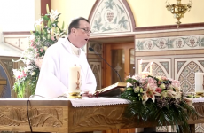 Enjoy the singing priest's epic Hallelujah? Here are his other at-the-altar moments...