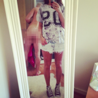 Irish model gets photobombed by her boyfriend's naked arse