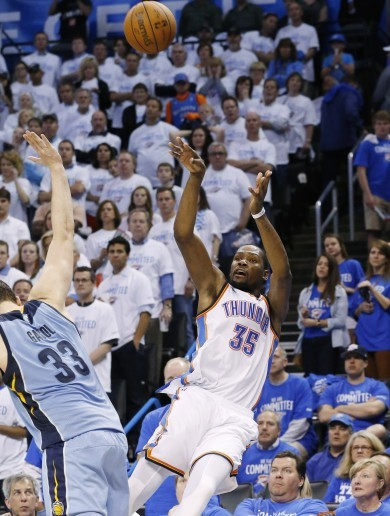 Kevin Durant nails an incredible four-pointer while falling backwards off the court