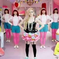 """Avril Lavigne responds to claims that her new video is racist: """"LOLOLOL!!"""""""