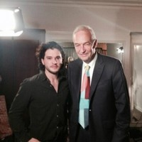 Jon Snow (Channel 4) met Jon Snow (Game of Thrones)