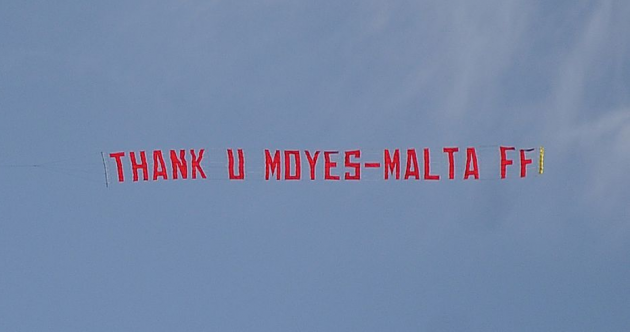 Plane carrying 'Thank U Moyes' banner flies over Old Trafford
