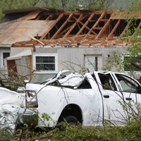 New tornadoes lash southern US, 19 people killed in two days