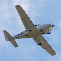 Untrained wife flies plane to safety after pilot husband takes ill