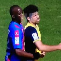 Diego Costa headbutts Momo Sissoko and gets a smack in the face in return