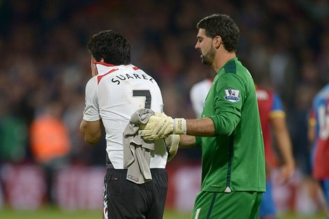 Luis Suarez and Crystal Palace goalkeeper Julian Speroni.