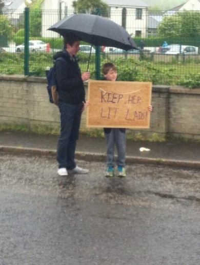 'Keep her lit lads' -- one Irish fan's message for Giro riders in Co Antrim today
