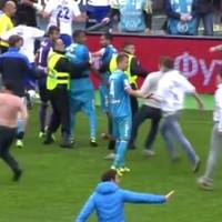 Zenit fans attack Dynamo captain in crazy pitch invasion