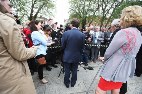 Alan Shatter speaks to the media at Leinster House