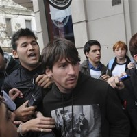 Messi unhurt following attempted attack outside restaurant