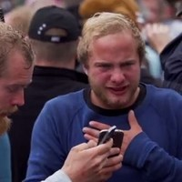 Watch 1000 people eat an extremely hot chilli pepper at the same time