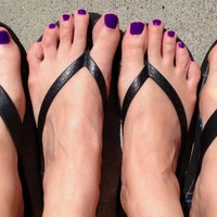 Man paints his toenails purple to support wife with cancer, internet joins in