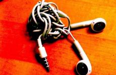 The scientific reason your earphones always get tangled