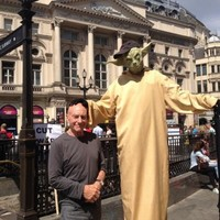 Patrick Stewart got his hat robbed by a Yoda impersonator