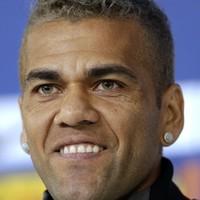 Dani Alves attacks 'moronic' Shearer over Fred criticism