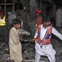 34 killed in double bomb attack at Pakistan market