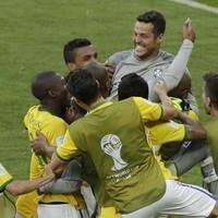 Unconvincing Brazil scrape past Chile after nail-biting penalty shootout