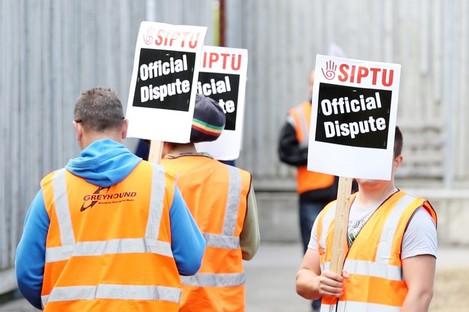 SIPTU protestors outside Greyhound's headquarters