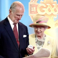 Queen Elizabeth gives hurling the royal seal of approval