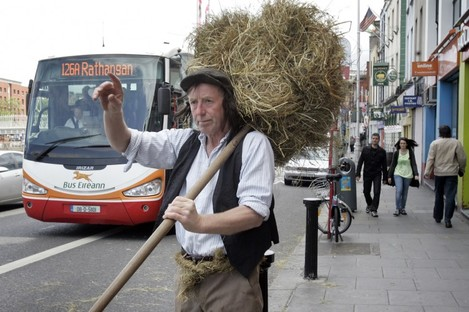 Farmer Gus Martin in Dublin today to remind people about the Trim Haymaking Festival getting underway this Sunday. A Roll in the Hay competition, a donkey show and a welly throwing contest are all on offer