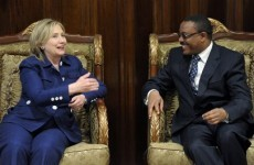 Clinton presses Africa to sever ties with Gaddafi