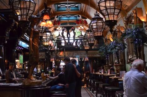 The interior of Cafe En Seine