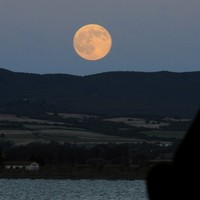 9 breathtaking photos of the supermoon from around the world