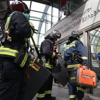 Ten people killed in Moscow metro derailment