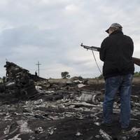 Rebels are 'blocking investigators' from MH17 crash site