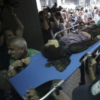 Brief Gaza truce ends as fresh Israeli bombing campaign pushes death toll over 400